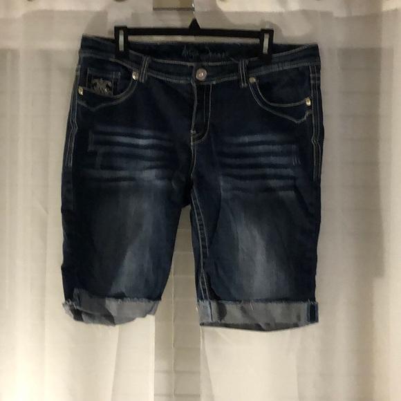 Ariya Jean shorts